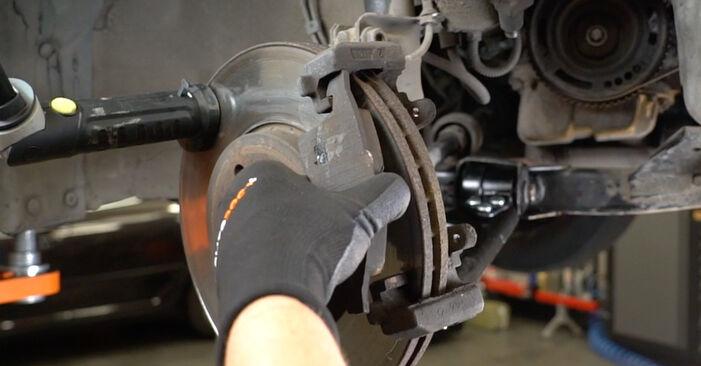 Austauschen Anleitung Bremsbeläge am Opel Meriva x03 2005 1.7 CDTI (E75) selbst
