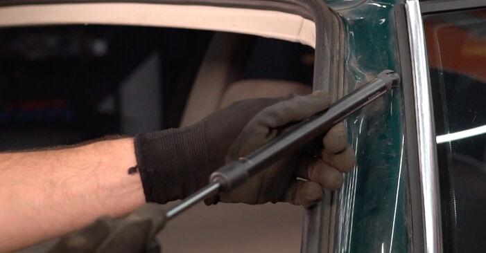 Heckklappendämpfer am VW PASSAT Variant (3B6) 2.8 4motion 1997 wechseln – Laden Sie sich PDF-Handbücher und Videoanleitungen herunter