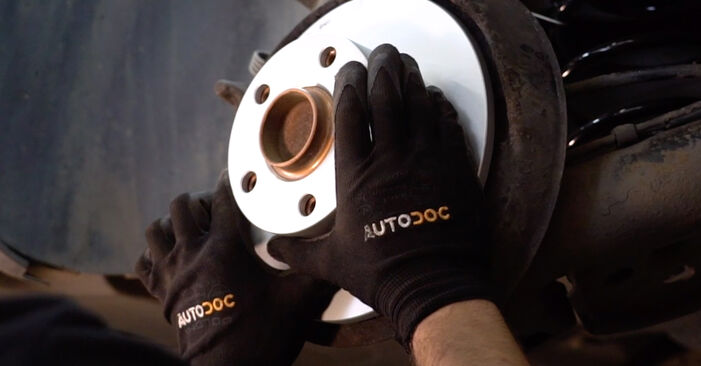 Step-by-step recommendations for DIY replacement Passat 3B6 1997 1.6 Brake Discs