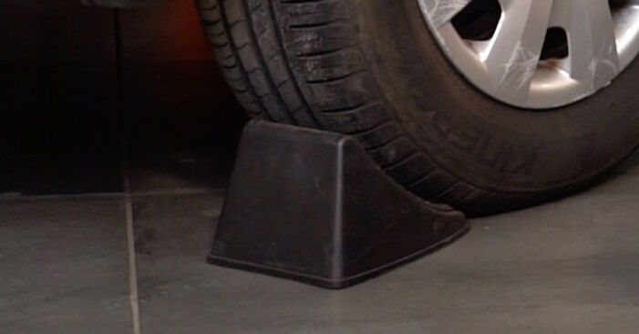 Cum să înlocuiți VW PASSAT Variant (3B6) 1.9 TDI 1997 Placute Frana – manualele pas cu pas și ghidurile video