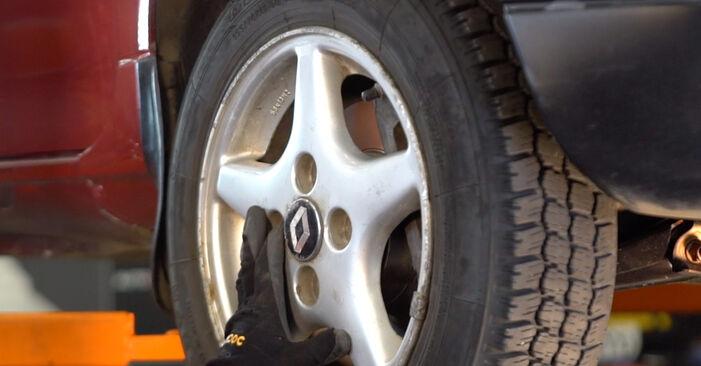 RENAULT TWINGO 1.2 Skersinės vairo trauklės galas keitimas: internetiniai gidai ir vaizdo pamokos