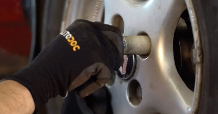 Twingo c06 2003 1.2 Skersinės vairo trauklės galas keitimas savarankiškai