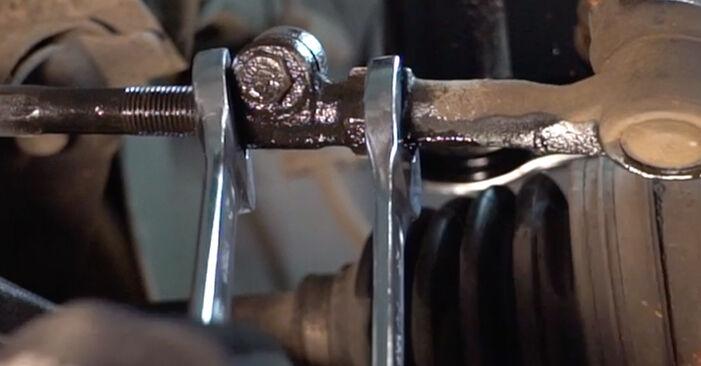 RENAULT TWINGO 2000 Skersinės vairo trauklės galas išsami keitimo instrukcija