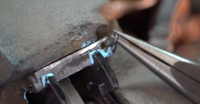 Wie schwer ist es, selbst zu reparieren: Bremsscheiben Twingo c06 1.0 1999 Tausch - Downloaden Sie sich illustrierte Anleitungen