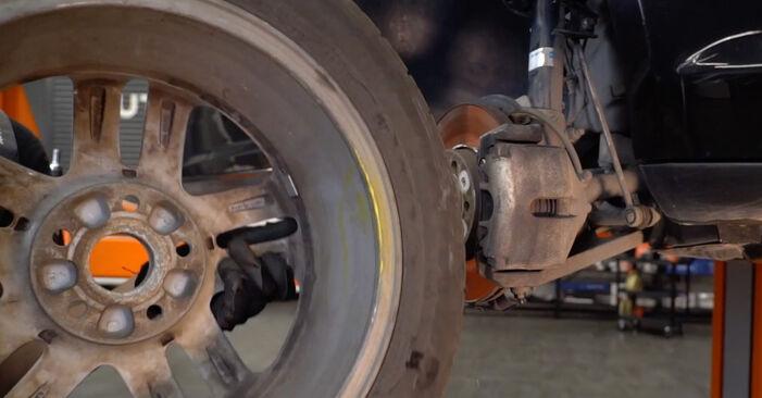 Bremsscheiben am VW TOURAN (1T1, 1T2) 1.6 2008 wechseln – Laden Sie sich PDF-Handbücher und Videoanleitungen herunter