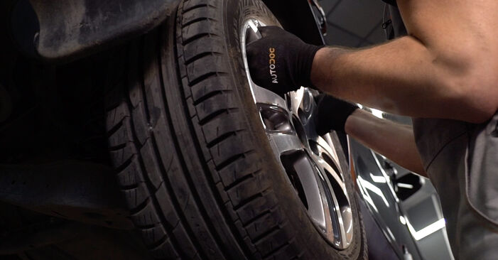 Wechseln Bremsbeläge am VW TOURAN (1T1, 1T2) 1.4 TSI 2006 selber