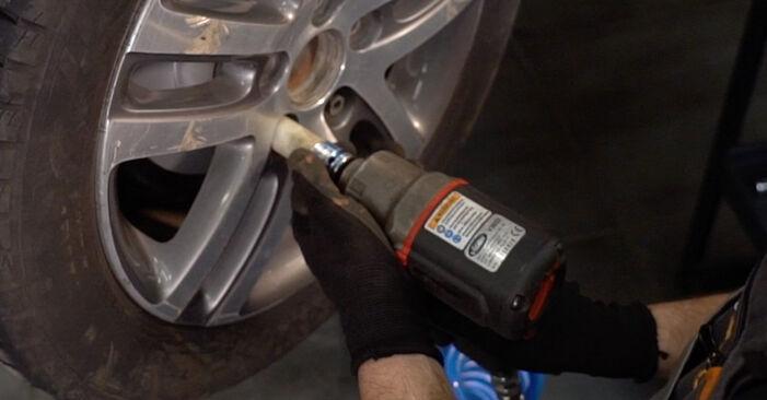 Hvordan man fjerner VW TOURAN 1.6 FSI 2007 Bremseklodser - nem at følge online instruktioner