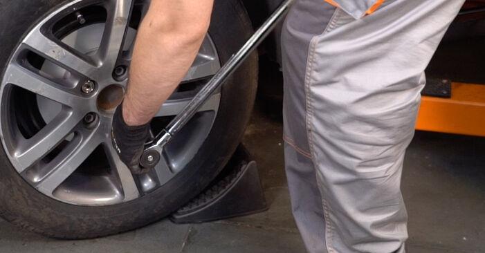 Bremsbeläge am VW TOURAN (1T1, 1T2) 1.6 2008 wechseln – Laden Sie sich PDF-Handbücher und Videoanleitungen herunter