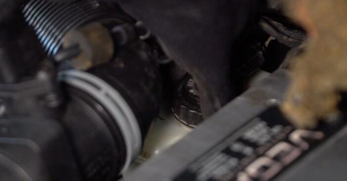 Wie man VW TOURAN 1.6 FSI 2007 Bremssattel wechselt – Leicht verständliche Wegleitungen online