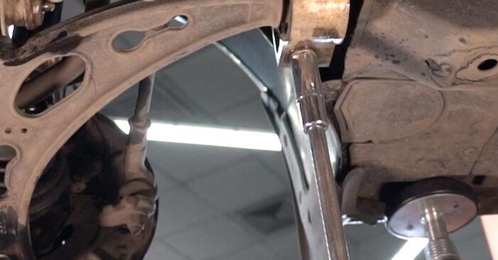 Sostituzione di VW TOURAN 2.0 TDI Braccio Oscillante: guide online e tutorial video