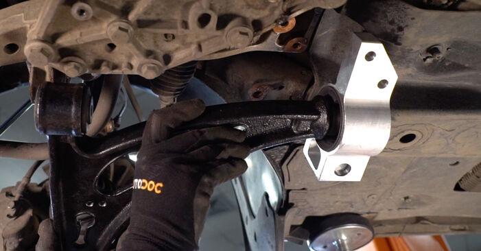 Hvordan man udskifter VW TOURAN (1T1, 1T2) 1.9 TDI 2004 Bærearm - trin-for-trin manualer og video vejledninger
