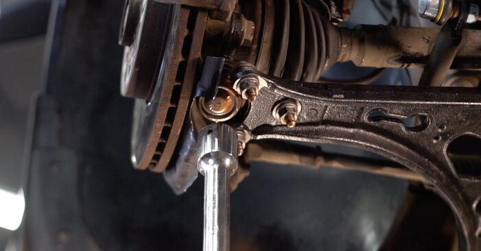 Hvordan man skifter Bærearm på VW TOURAN (1T1, 1T2) 2007 - råd og tricks