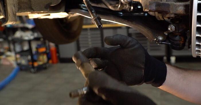 Austauschen Anleitung Spurstangenkopf am Opel Corsa C 2000 1.2 (F08, F68) selbst