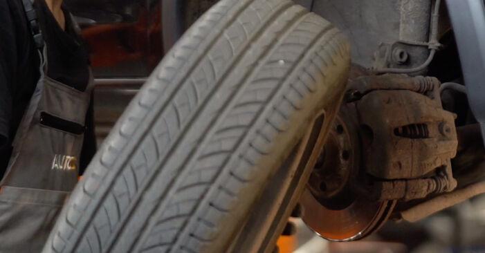 Quão difícil é efetuar a substituição de Correia Trapezoidal Estriada no Opel Corsa C 1.7 DI (F08, F68) 2006 por si mesmo - descarregue o guia ilustrado