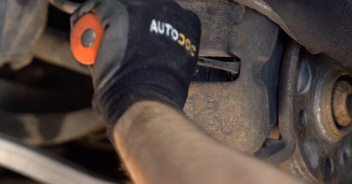 AUDI A4 2.5 TDI quattro Bremsscheiben ausbauen: Anweisungen und Video-Tutorials online
