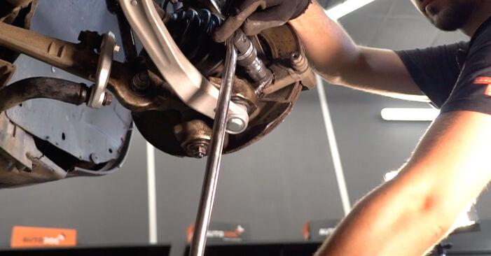 Schritt-für-Schritt-Anleitung zum selbstständigen Wechsel von Audi A4 B6 Avant 2003 2.5 TDI Bremsscheiben
