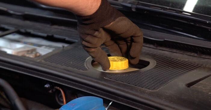 Wie Bremsscheiben AUDI A4 Avant (8E5, B6) 2.5 TDI quattro 2001 austauschen - Schrittweise Handbücher und Videoanleitungen