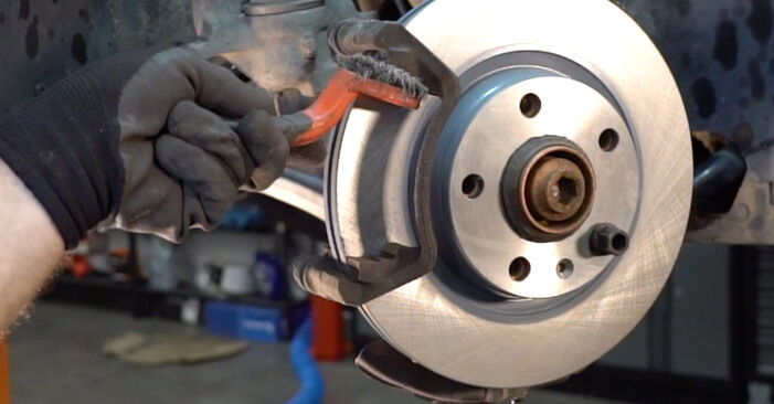 Wie man Bremsbeläge am AUDI A4 Avant (8E5, B6) 2002 ersetzt - Hinweise und Ratschläge
