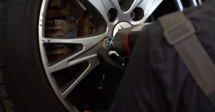 Bremsbeläge am AUDI A4 Avant (8E5, B6) 2.0 2000 wechseln – Laden Sie sich PDF-Handbücher und Videoanleitungen herunter