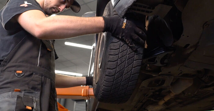 Replacing Track Rod End on Renault Clio 2 2007 1.2 by yourself