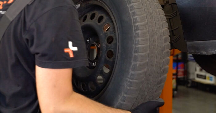 How to remove RENAULT CLIO 1.4 2001 Track Rod End - online easy-to-follow instructions