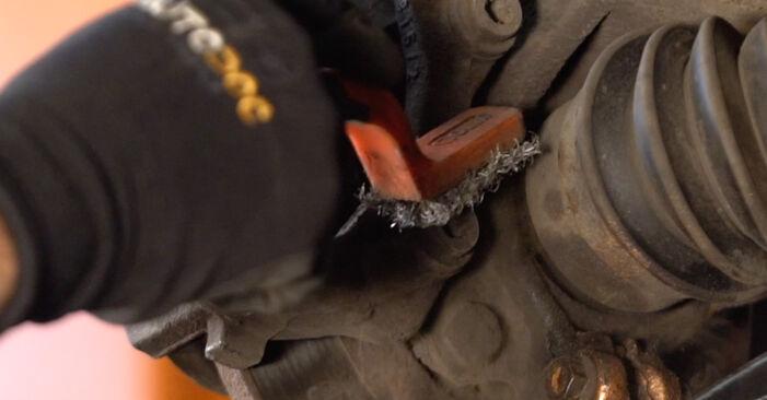 Austauschen Anleitung Bremsscheiben am CITROËN C3 I (FC_) 2012 1.4 HDi selbst