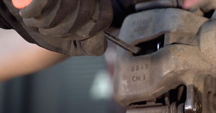 Bremsscheiben beim CITROËN C3 1.4 16V 2009 selber erneuern - DIY-Manual