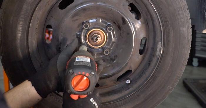 Πώς να αντικαταστήσετε CITROËN C3 I Hatchback (FC_, FN_) 1.4 HDi 2003 Δαγκάνα φρένων - εγχειρίδια βήμα προς βήμα και οδηγοί βίντεο