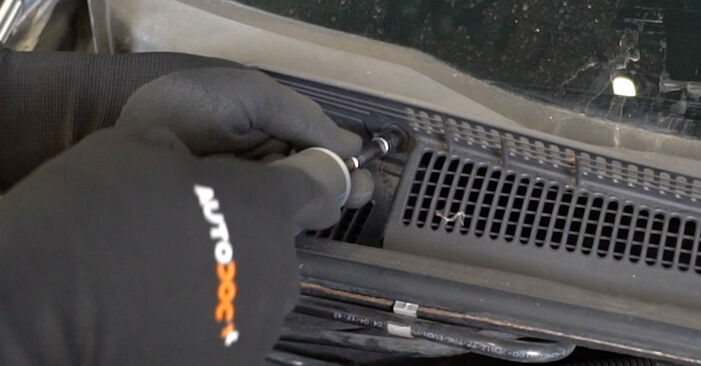 How hard is it to do yourself: Pollen Filter replacement on Opel Meriva x03 1.7 DTI (E75) 2009 - download illustrated guide