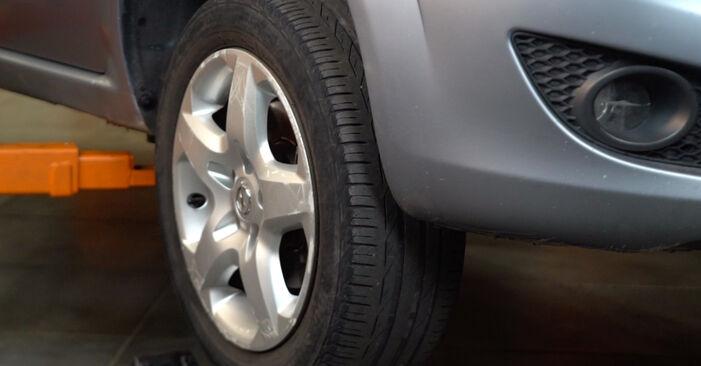 Wechseln Bremsscheiben am OPEL ZAFIRA B (A05) 1.6 (M75) 2008 selber
