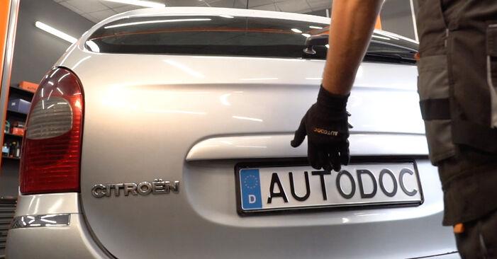 Svojpomocná výmena Vzpery Kufra na aute Citroen Xsara Picasso 2009 2.0 HDi