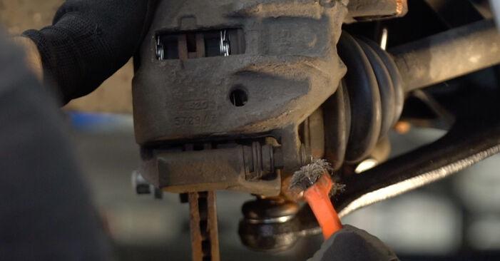 Wie schwer ist es, selbst zu reparieren: Bremsscheiben Citroen Xsara Picasso 2.0 HDi 2003 Tausch - Downloaden Sie sich illustrierte Anleitungen