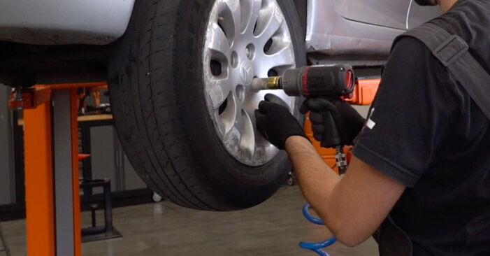 Changing Wheel Bearing on CITROËN XSARA PICASSO (N68) 1.6 2002 by yourself