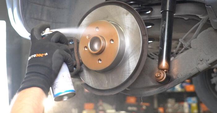 Consigli passo-passo per la sostituzione del fai da te Opel Meriva x03 2008 1.3 CDTI (E75) Cuscinetto Ruota