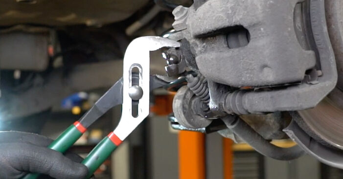 Wie schwer ist es, selbst zu reparieren: Bremsbeläge Opel Meriva x03 1.7 DTI (E75) 2009 Tausch - Downloaden Sie sich illustrierte Anleitungen