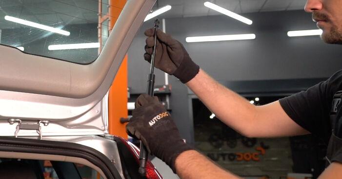 Ar sudėtinga pasidaryti pačiam: Volvo v50 mw 2.4 D5 2009 Bagazines Amortizatorius keitimas - atsisiųskite iliustruotą instrukciją