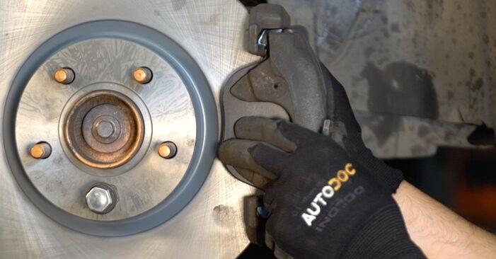 Колко време отнема смяната: Спирачен диск на Volvo v50 mw 2011 - информативен PDF наръчник