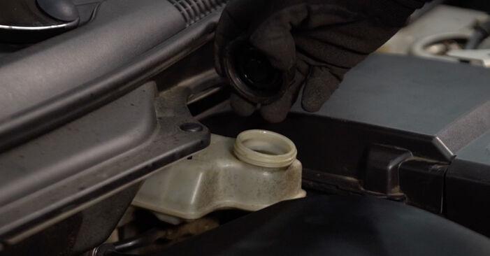 Wie Bremsbeläge Volvo v50 mw 2.0 D 2003 tauschen - Kostenlose PDF- und Videoanleitungen