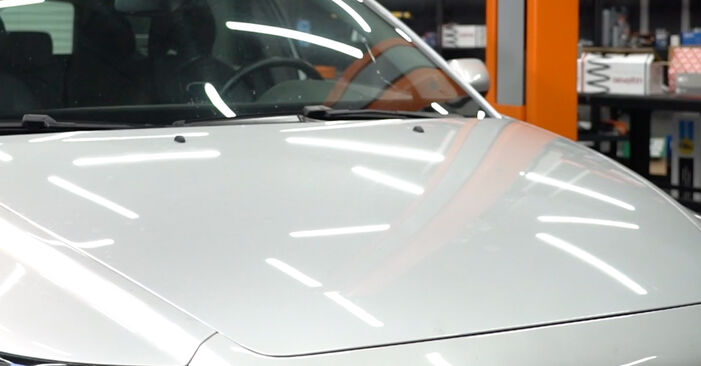 Austauschen Anleitung Bremsbeläge am Volvo v50 mw 2003 2.0 D selbst