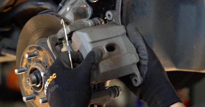 TOYOTA PRIUS 1.5 Hybrid (NHW2_) Bremsbeläge ausbauen: Anweisungen und Video-Tutorials online