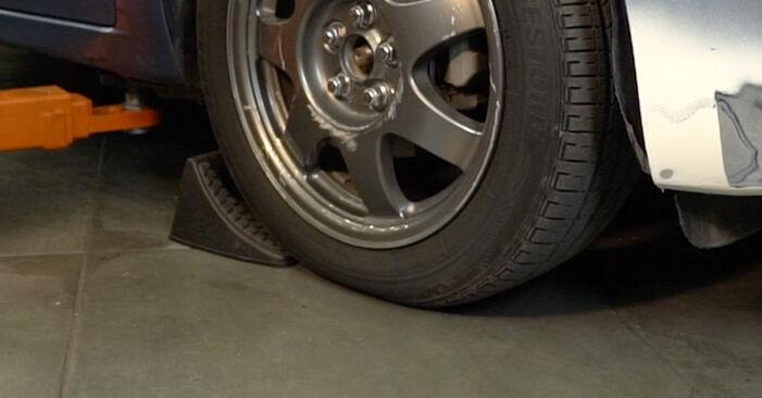 Wie Bremsbeläge TOYOTA PRIUS Liftback (NHW20_) 1.5 Hybrid (NHW2_) 2001 austauschen - Schrittweise Handbücher und Videoanleitungen