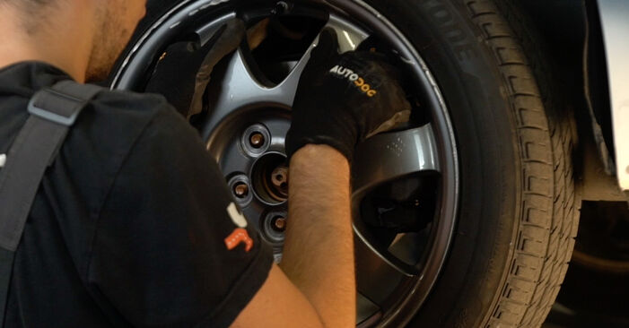 Wie TOYOTA PRIUS 1.5 (NHW2_) 2004 Bremsbeläge ausbauen - Einfach zu verstehende Anleitungen online