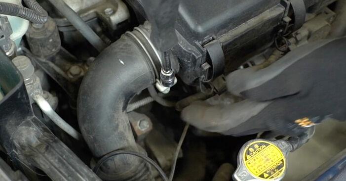 Byta Toyota Prius 2 1.5 Hybrid (NHW2_) 2005 Multirem: gratis verkstadsmanualer