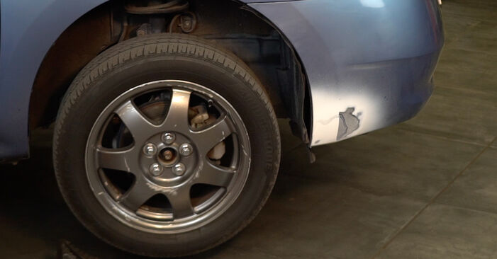 Toyota Prius 2 1.5 Hybrid (NHW2_) 2005 Rotule De Direction remplacement : manuels d'atelier gratuits