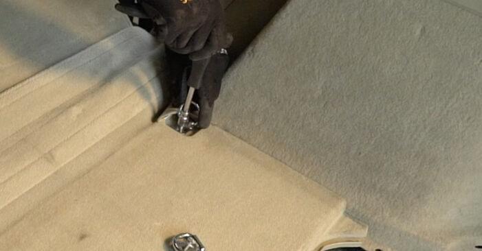Wie Stoßdämpfer TOYOTA PRIUS Liftback (NHW20_) 1.5 Hybrid (NHW2_) 2004 austauschen - Schrittweise Handbücher und Videoanleitungen