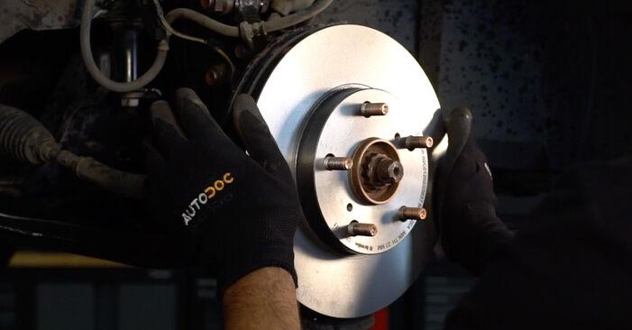 Bremsscheiben Toyota Auris e15 1.6 (ZRE151_) 2008 wechseln: Kostenlose Reparaturhandbücher