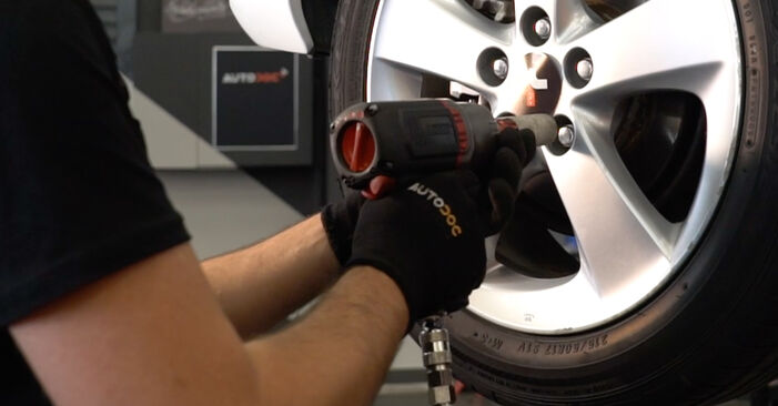Changing Brake Discs on TOYOTA AURIS (NRE15_, ZZE15_, ADE15_, ZRE15_, NDE15_) 1.8 Hybrid (ZWE150_) 2009 by yourself