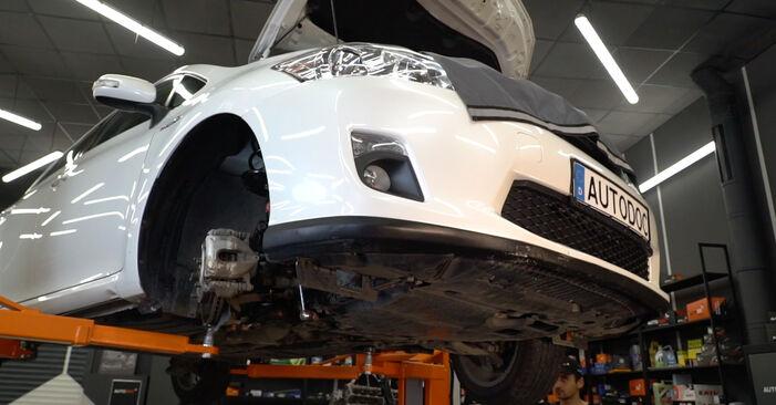 Išsamios Toyota Auris e15 2012 1.4 (ZZE150_) Vikšro Valdymo Svirtis keitimo rekomendacijos