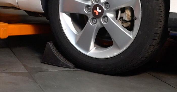 Toyota Auris e15 2.0 D-4D (ADE150_) 2008 Vikšro Valdymo Svirtis keitimas: nemokamos remonto instrukcijos