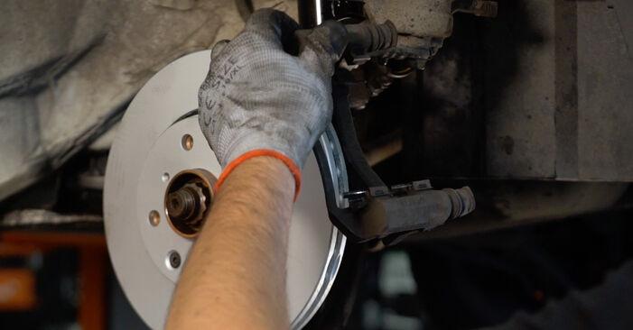 Wie schwer ist es, selbst zu reparieren: Bremsscheiben CITROËN C1 (PM_, PN_) 1.0 2011 Tausch - Downloaden Sie sich illustrierte Anleitungen